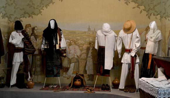 Muzeul Edineţ, secţia arta populara